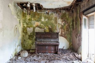 requiem pour pianos 21, achat photographies d'art, romain thiery, pianos, abandoned pianos