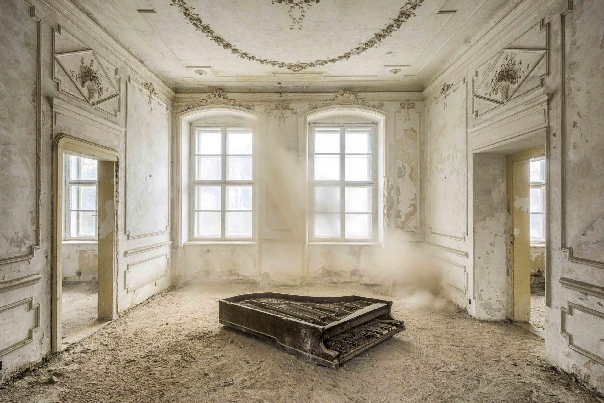Requiem pour pianos 33 | Serie Requiem pour pianos | Romain Thiery | Poland